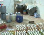 Phát hiện cơ sở sản xuất dấm gạo sử dụng axit tại Hà Nội