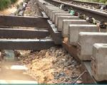Đường sắt Bắc - Nam bị chia cắt do sạt lở