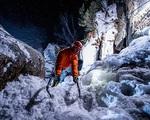 Leo núi băng trong đêm - môn thể thao mạo hiểm rất ít người dám thử