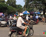 Chờ đợi gửi xe như 'cực hình' ở bệnh viện Bạch Mai