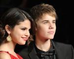 Đá xoáy Justin trên mạng, Selena Gomez vẫn chưa thể quên tình cũ?
