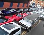 Hi hữu vụ tắc đường xa xỉ toàn siêu xe Lamborghini tại Anh