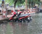 Mưa lớn trái mùa ở Biên Hòa, nhiều tuyến đường ngập nặng