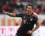 Augsburg 1-3 Bayern Munich: Lewandowski chấm dứt cơn hạn bằng cú đúp
