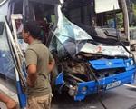 Xe tải dìu xe khách mất phanh đổ đèo thoát tai nạn thảm khốc