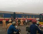 Tàu hỏa húc nát ô tô ở Thường Tín, 5 người chết, 2 người bị thương