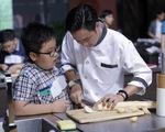 Quán quân Vua đầu bếp bày chiêu nấu nướng cho những tài năng nhỏ tuổi