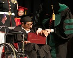 Cụ ông 96 tuổi tốt nghiệp Đại học sau gần 70 năm trì hoãn