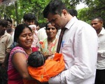 64 trẻ tử vong tại bệnh viện Ấn Độ nghi do thiếu bình thở oxy - ảnh 1