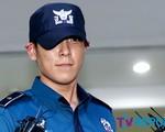Mỉm cười khi bị đuổi khỏi quân ngũ, T.O.P (Big Bang) bị 'ném đá' không thương tiếc