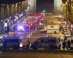 Pháp: Tấn công ngay tại Đại lộ Champs-Elysees, một cảnh sát thiệt mạng
