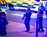 Xe tải lao thẳng vào người đi bộ tại London: Hàng chục người thương vong