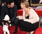 Nhận ngôi sao danh vọng, Adam Levine lần đầu khoe con gái trước công chúng