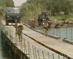 Nga lập cầu dã chiến tiếp vận quân đội Syria đánh IS