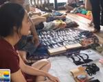 Độc đáo chợ bán kỷ vật về người yêu cũ
