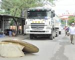 Đồng Nai: Dân dựng vật cản chặn xe tải hoành hành trên đường nội bộ dân sinh