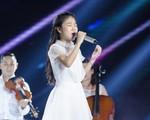 Hát 'Em gái mưa' phiên bản mới, học trò của Hương Tràm da diết cảm xúc về mẹ