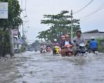 Quốc lộ 1A qua tỉnh Hậu Giang ngập sâu do triều cường