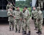 ĐT Anh tập cùng Thủy quân lục chiến Hoàng gia