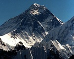 Đỉnh núi cao nhất thế giới Everest đang 'lùn' đi?
