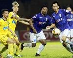 Điểm nhấn vòng 21 giải VĐQG V.League 2017: CLB Quảng Nam giành ngôi đầu, HAGL thay HLV