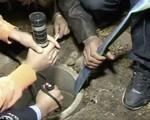 Trung Quốc: Giải cứu em bé rơi xuống giếng sâu