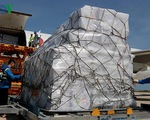 Tiếp nhận hàng của ASEAN viện trợ các tỉnh bị ảnh hưởng bão số 12