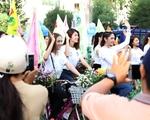 Dàn người đẹp Hoa hậu Đại dương gây 'náo động' phố biển Phan Thiết