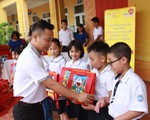 Trao tặng hơn 46.000 suất quà, 200 xe đạp để 'Cùng em đi học'