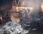 Đâm vào dải phân cách, xe container bốc cháy dữ dội