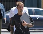 Hủy tour lưu diễn thế giới, Justin Bieber dành thời gian cho gia đình