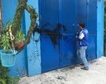TP.HCM: Người dân kêu cứu vì bị tạt sơn, mắm tôm hàng chục lần - ảnh 1