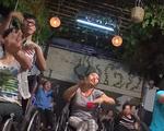 Chàng trai dạy nhảy cho trẻ em nghèo Đông Nam Á - ảnh 1