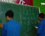 Lớp học xóa mù chữ cho đồng bào dân tộc thiểu số ở Hang Hớt, Lâm Đồng