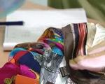 Chuyển hồ sơ vụ khăn lụa nhãn hiệu Khaisilk sang cơ quan công an - ảnh 1