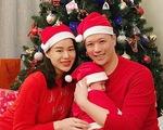 Khoe ảnh Giáng sinh của gia đình, Hồ Hạnh Nhi để lộ mặt con trai