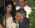Vợ chồng George Clooney lần đầu xuất hiện bên nhau sau khi đón cặp sinh đôi