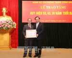 Trao Huy hiệu Đảng cho các đảng viên thuộc Đảng bộ Văn phòng Trung ương