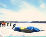 Kỷ lục nhảy dù từ độ cao 1.300m xuống lỗ hố băng