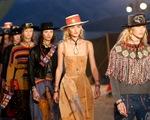 'Chơi độc', Dior tổ chức trình diễn thời trang trên đỉnh núi