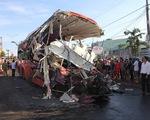 Kinh hoàng xe khách giường nằm đâm trực diện xe tải, 11 người tử vong
