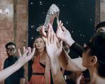 Thí sinh Top Model Mông Cổ diện đồ 'sang chảnh', tranh nhau tóm giày đẹp