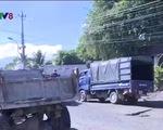 Xe trọng tải 50 tấn chở Alumin cày nát quốc lộ 27 - ảnh 1
