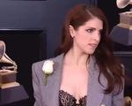 Hoa hồng trắng trên thảm đỏ Grammy lần thứ 60