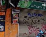 Hà Nội: Người dân phố cổ bức xúc vì cửa nhà bị vẽ graffiti