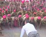 Thủ tướng Ethiopia chống đẩy cùng binh sĩ