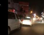 Taxi 'thản nhiên' chặn đường xe cứu thương đang làm nhiệm vụ