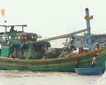Cứu sống 13 ngư dân trên hai tàu cá bị chìm trên biển