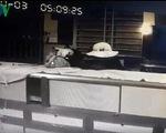 Trộm 100 lượng vàng và đầu ghi camera an ninh