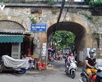 Đục thông vòm cầu trăm tuổi trên phố Phùng Hưng